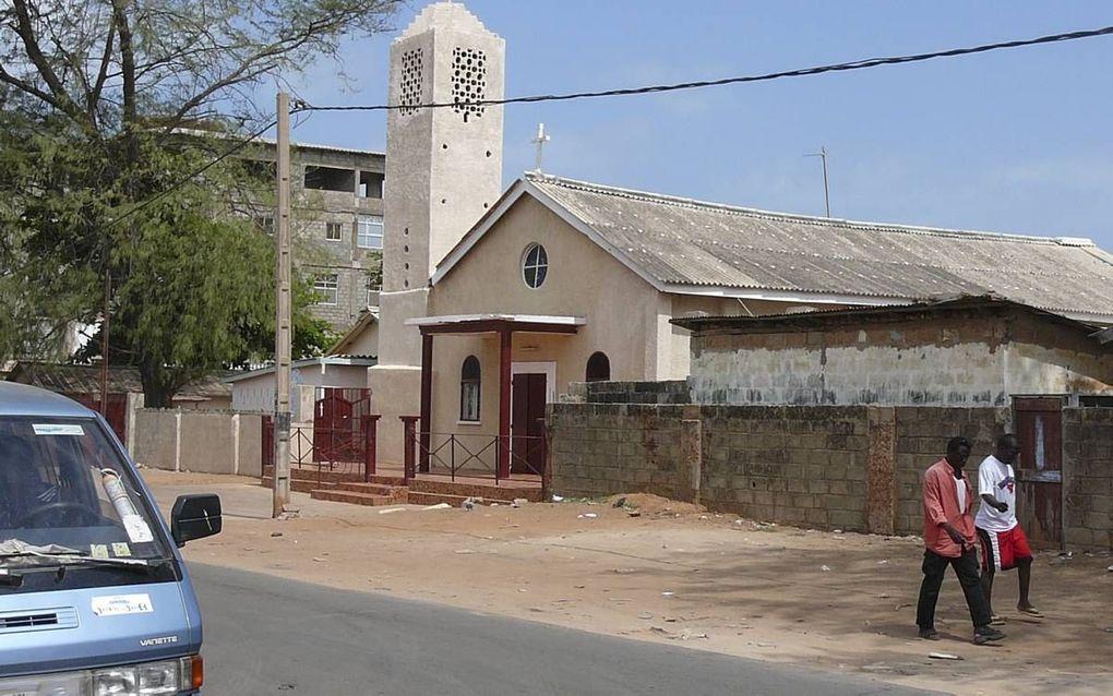 Kerk in de Gambiaanse stad Bakau. beeld Atamari/Wikimedia commons