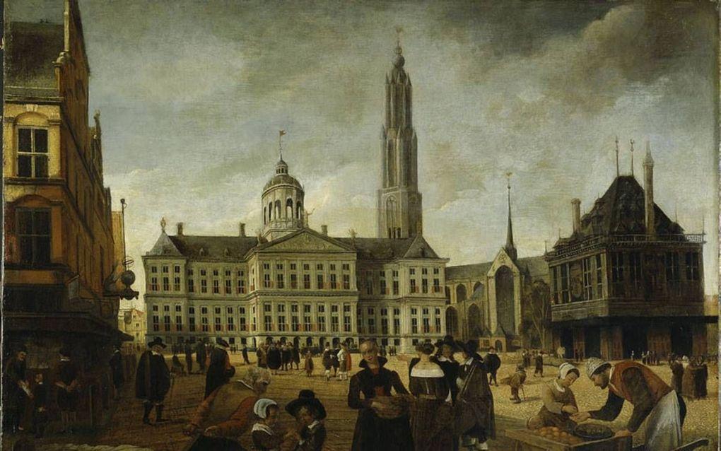 Het nieuwe stadhuis op de Dam met daarnaast de Nieuwe Kerk met de nooit gebouwde toren. Anoniem schilderij uit de tweede helft van de zeventiende eeuw.  beeld Wikimedia