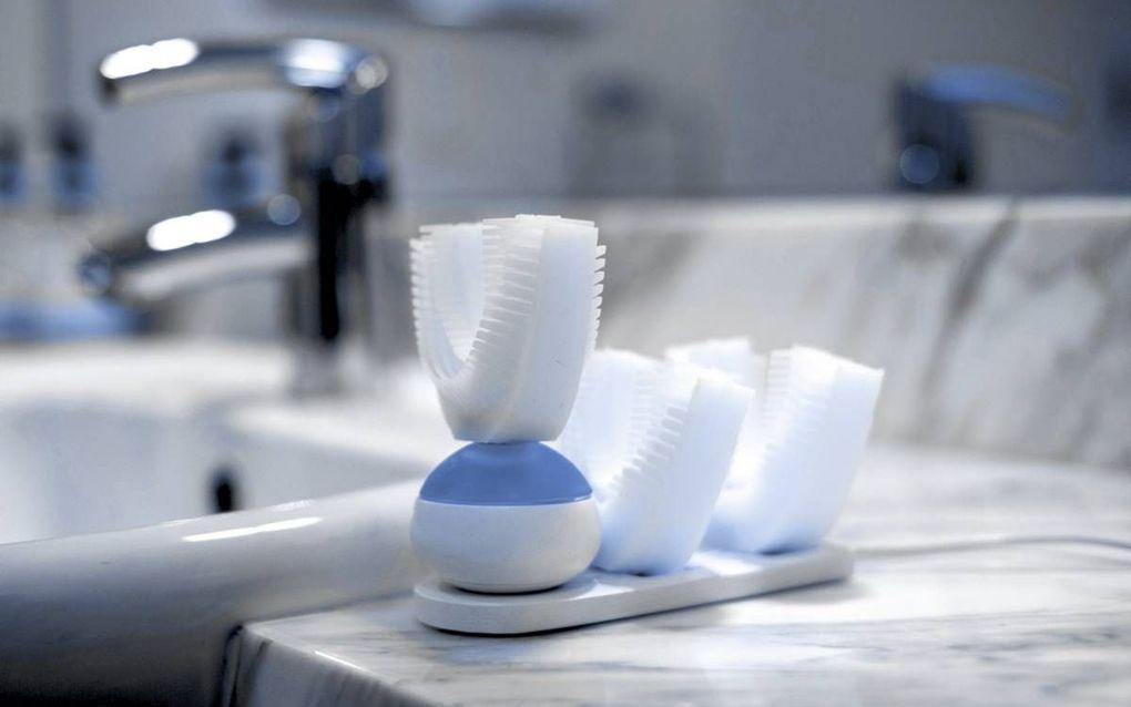 De Amabrush, een volautomatische tandenborstel, poetst in enkele seconden het hele gebit. beeld Amabrush