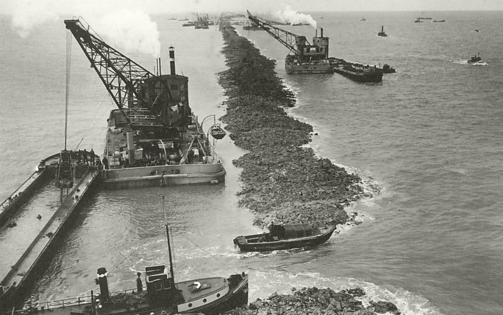 De drooglegging van de Zuiderzee was een ingrijpend proces. beeld http://ijsselmeervissen.nl