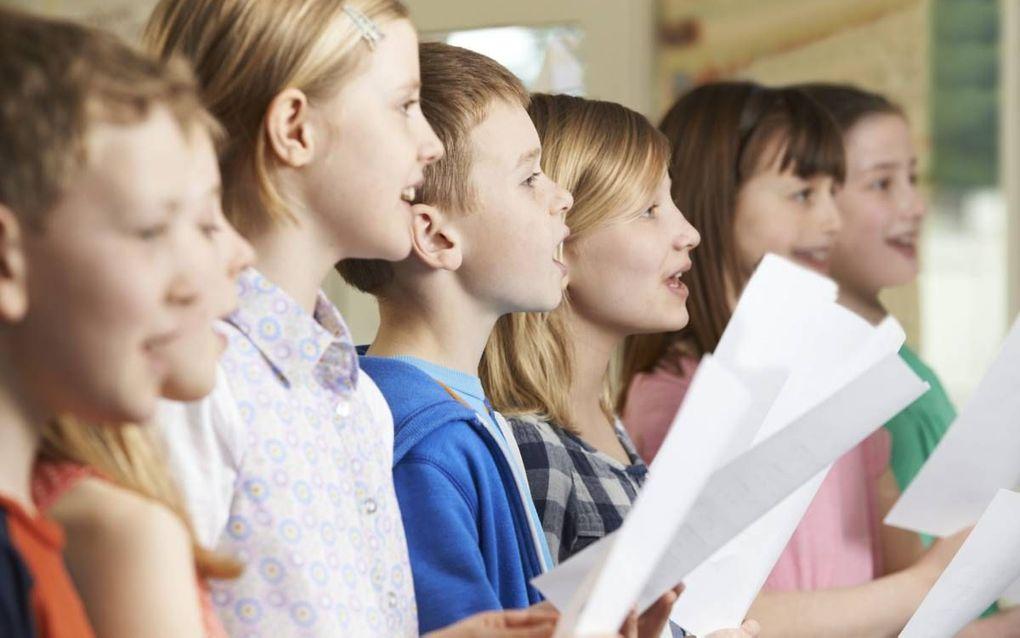 """""""Laten we van onze broeders en zusters ver weg hun aandacht voor zingen overnemen, met psalmen en liederen die de kerk van alle tijden en plaatsen zingt en gezongen heeft."""" beeld iStock"""