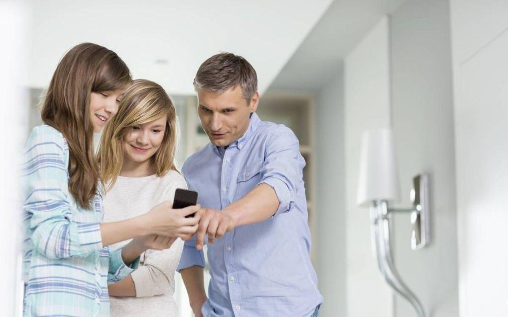 """""""Rondom mediaopvoeding hebben jongeren vooral inspirerende voorbeelden nodig."""" beeld iStock"""