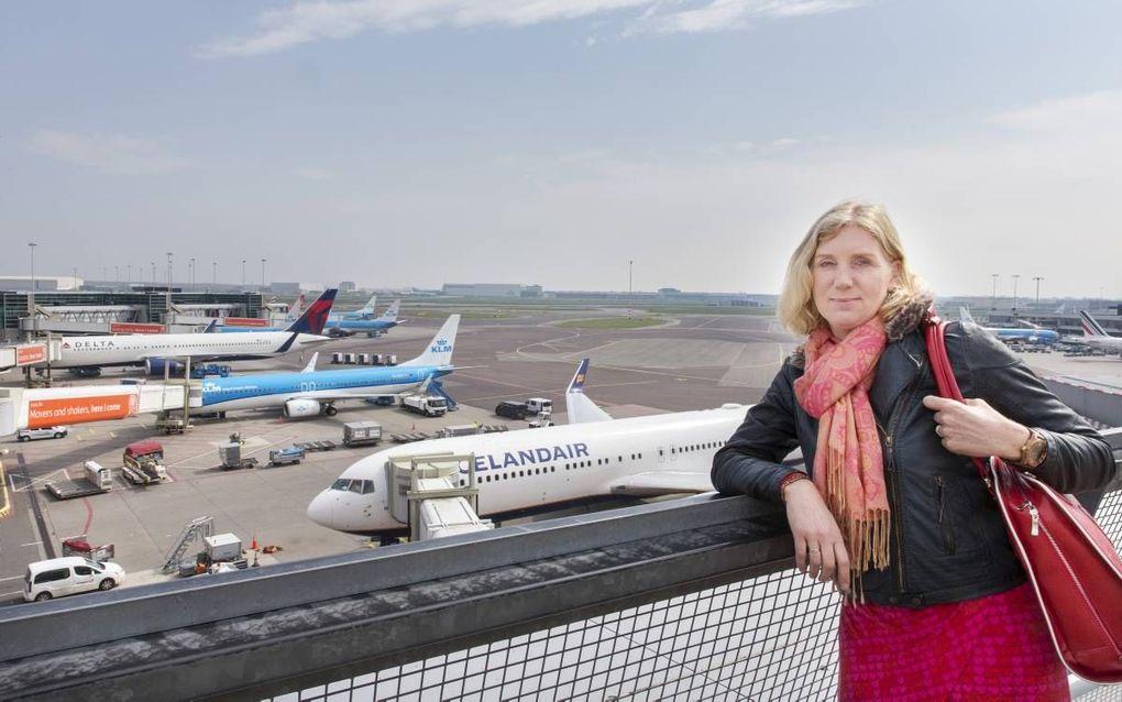 """Annemarie Janse werkt al reizend: ze is virtual business assistent. """"Overal ter wereld weet ik goede werkplekken te vinden. Daar ontmoet ik ook weer nieuwe mensen."""" beeld RD, Henk Visscher"""