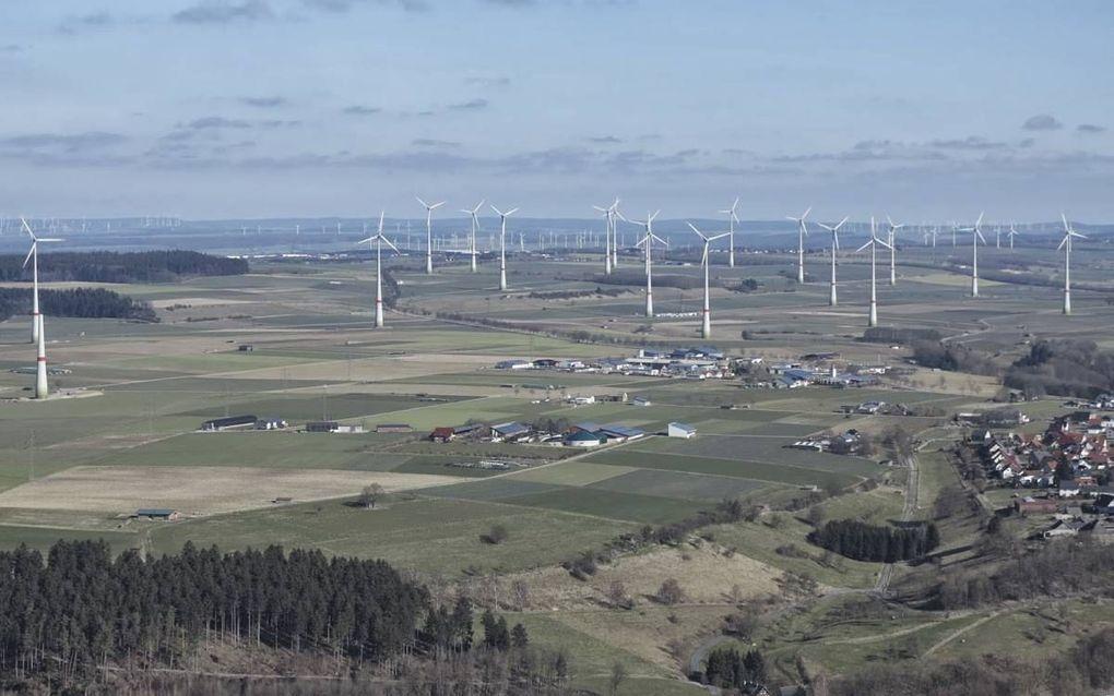 Windmolens staan vaak te dicht bij woningen, waardoor de bewoners gezondheidsklachten ervaren. beeld Lärmschutz Büren