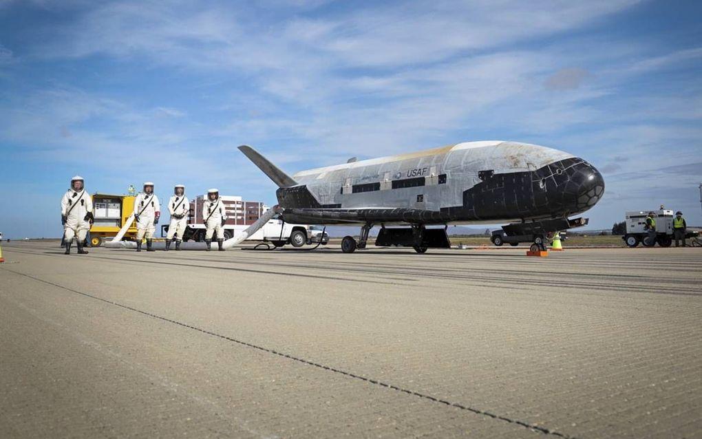 """De VS zetten het ruimtevliegtuig X-37B in voor militaire operaties in de ruimte. President Trump wil een nieuwe """"space force"""" oprichten om de VS te verdedigen in de ruimte.beeld Boeing, Sally Aristei"""
