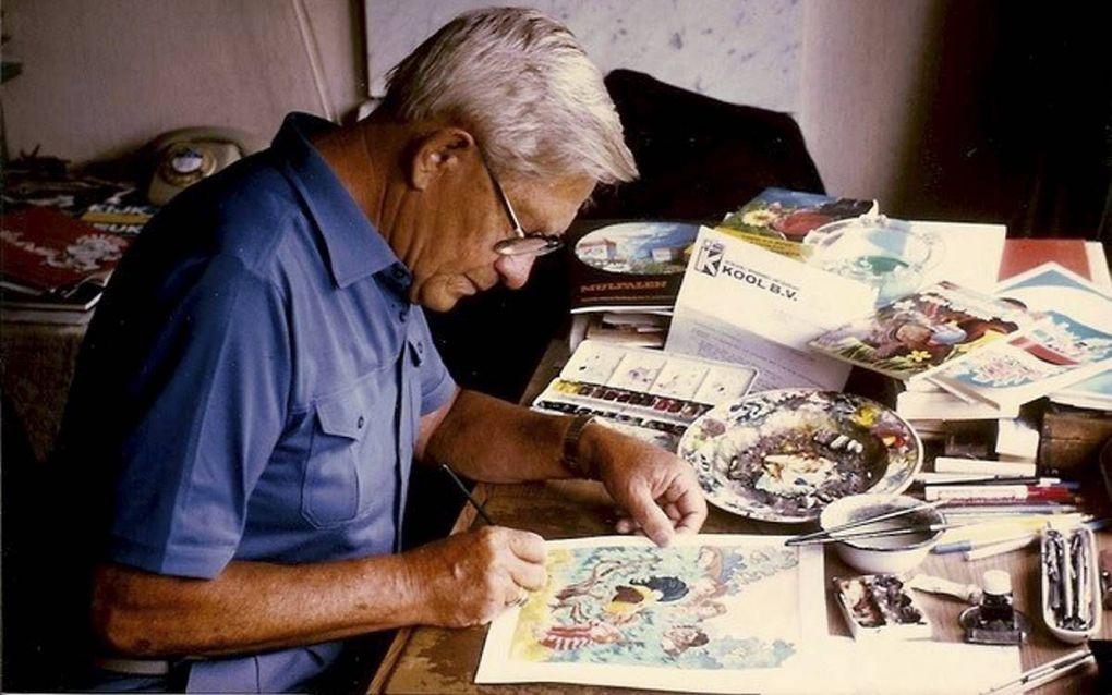 Ben Horsthuis aan het werk aan zijn tekentafel. beeld Erven Horsthuis