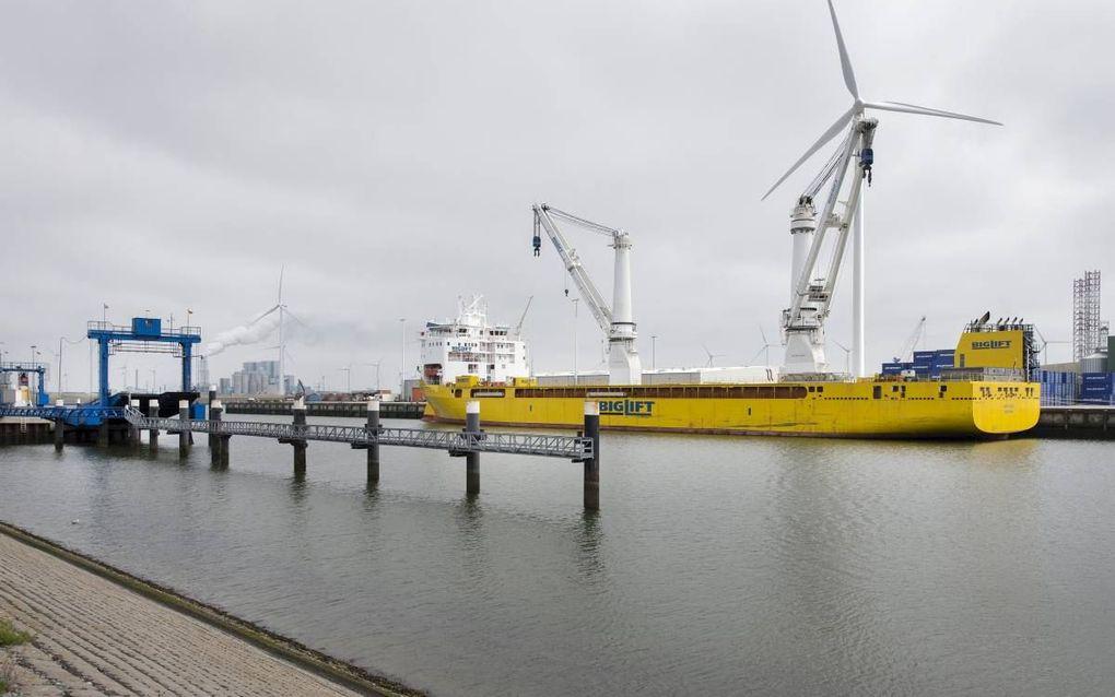 De Eemshaven was ontworpen als industriehaven maar richtte zich later op overslag. beeld RD, Henk Visscher