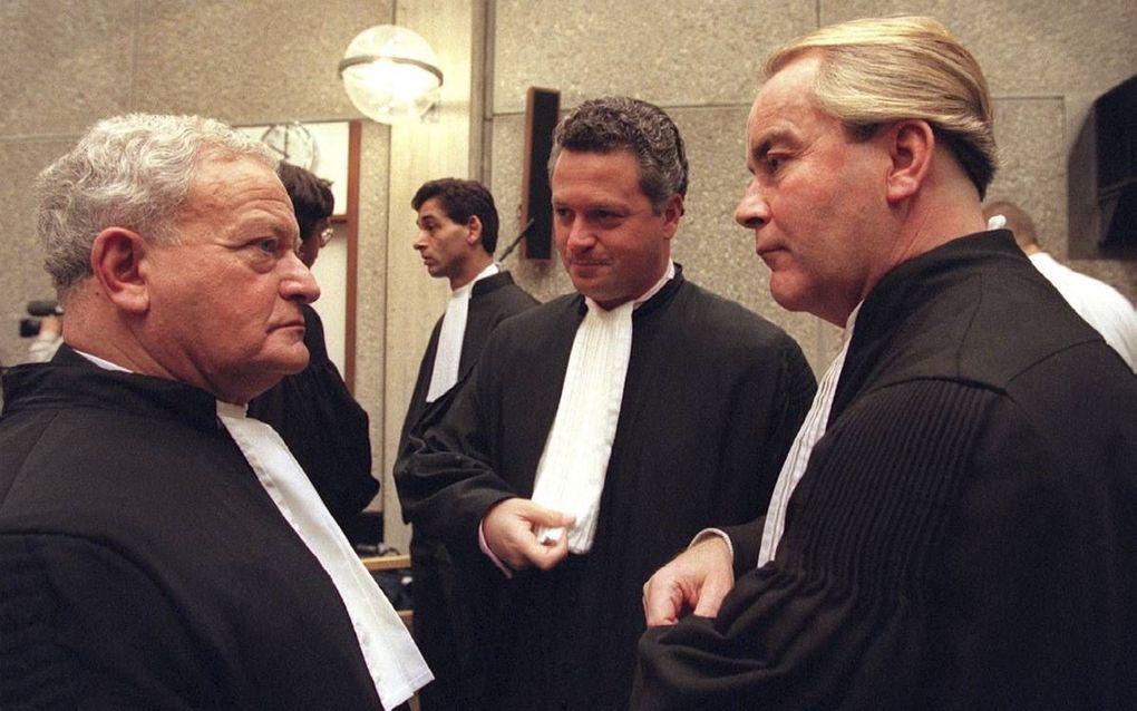 Mr. Max Moszkowicz (l.) in 1996 tijdens het proces tegen drugsbaron Johan Verhoek. beeld ANP