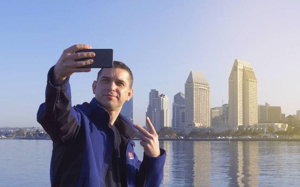 Op het fotogedeelte van Instagram plaatsen gebruikers meestal niet meer dan één foto per dag. Deze foto's zijn vaak selfies. De gebruiker staat zelf op deze foto, op een specifieke plaats. beeld iStock