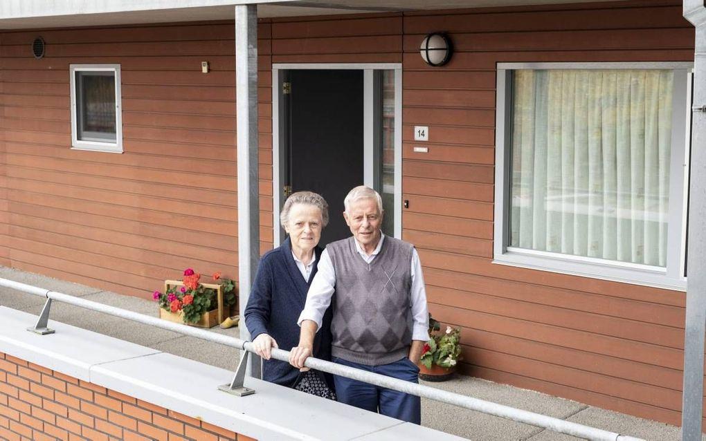 Jan en Wilhelmina van Garderen-Terlouw staan voor de keuze om de vijftien jaar oude gasketel van hun tussenappartement uit 2003 te vervangen. beeld André Dorst