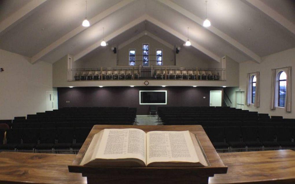 Van tijd tot tijd een predikant of student op de kansel.beeld J.M. Evers