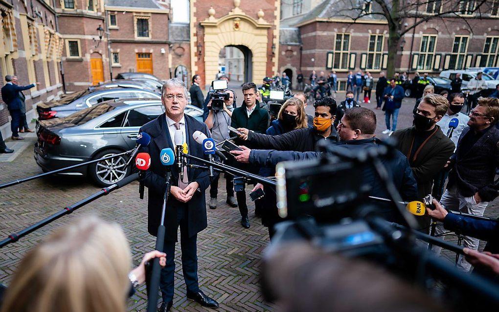 Minister Slob voor Basis en Voortgezet Onderwijs legt op het Binnenhof een verklaring af over indentiteitsverklaringen op reformatorische scholen. beeld ANP, Bart Maat