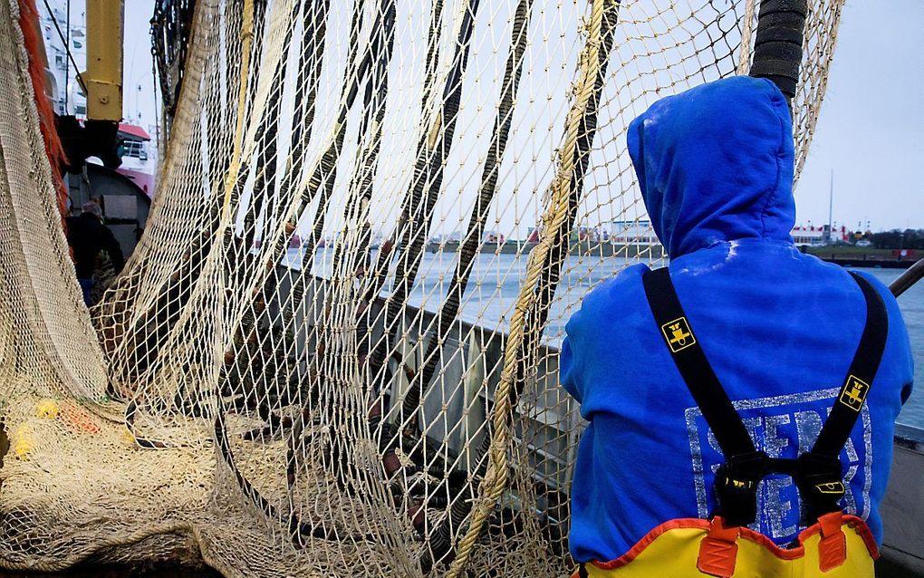 Nederlandse pulsvissers aan het werk. beeld ANP, Niels Wenstedt