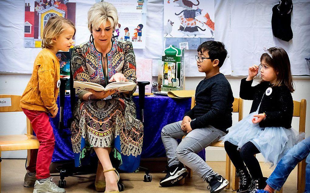 Prinses Laurentien leest voor tijdens het Nationale Voorleesontbijt in januari. beeld ANP, Patrick van Katwijk