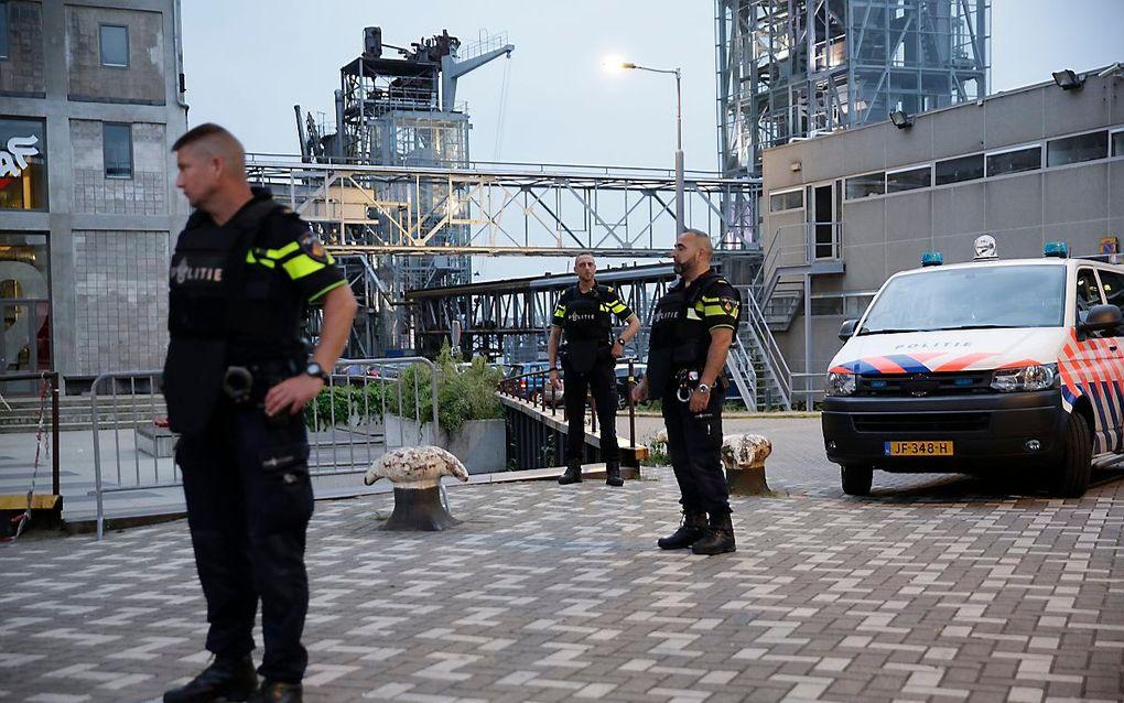 Politie bij de Maassilo in Rotterdam na terreurdreiging. beeld ANP