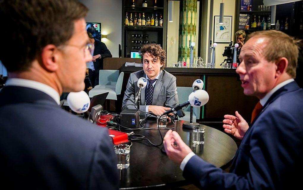 SGP-leider Van der Staaij (r.) tijdens een verkiezingsdebat op radio1. beeld ANP