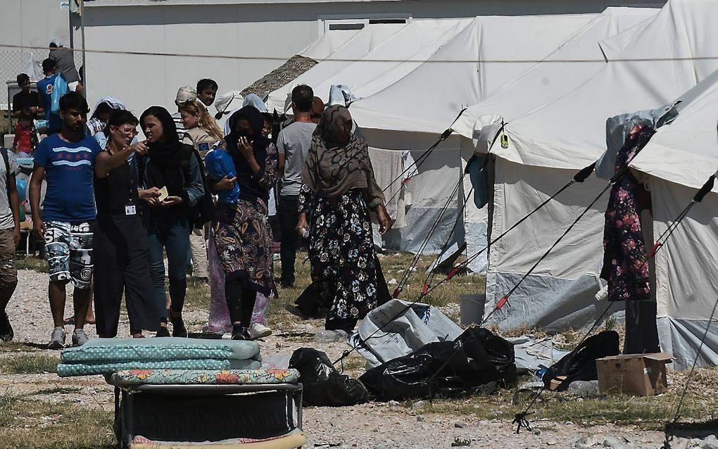 In het vluchtelingenkamp op Lesbos zitten meer dan 10.000 vluchtelingen. beeld AFP, Sakis Mitrolidis