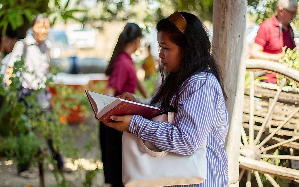 De Bijbel lezen in je moedertaal. beeld Wycliffe