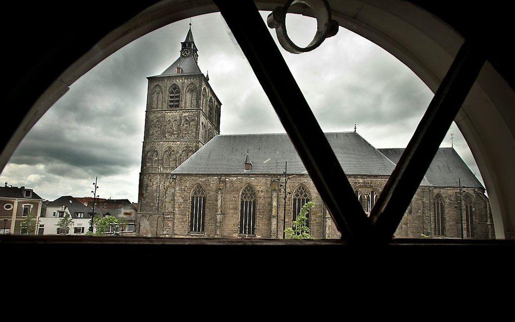 Cijfers over kerkverlating in Rome hebben ook boodschap voor reformatorische kring. Foto: de Sint-Plechelmusbasiliek in Oldenzaal. beeld RD, Henk Visscher