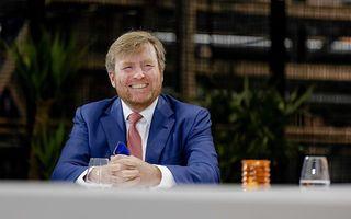 Koning Willem-Alexander bezoekt het Centraal Boekhuis in Culemborg. beeld ANP, Robin van Lonkhuijsen