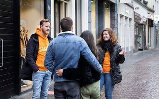 ProLife Europe gaat op straat in gesprek over abortus. beeld Erik Kottier