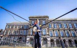 Fractieleider Mark Rutte (VVD) staat de pers te woord, na afloop van een gesprek met informateur Mariëtte Hamer. beeld ANP LEX VAN LIESHOUT