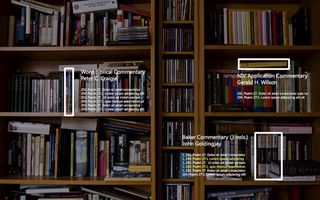 Boekenkast gezien door de HoloLens van Microsoft. beeld openbible.info