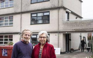 Henry en Anneke Bulten uit Almere willen in stapjes hun negentien jaar oude twee-onder-een-kapper energiezuiniger maken. Maar ze vinden een warmtepomp een dure investering. beeld André Dorst