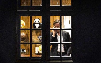 Premier Mark Rutte donderdagavond in het Torentje. De toekomst van het kabinet staat ter discussie na het vernietigend rapport over de toeslagenaffaire. beeld ANP REMKO DE WAAL