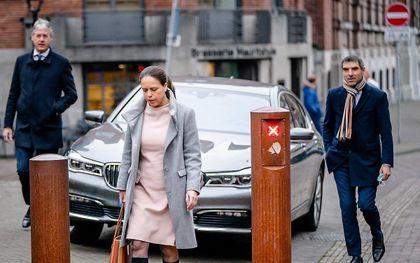 CU-bewindslieden Schouten (M), Slob (L) en Blokhuis op weg naar de ministerraad. beeld ANP, Bart Maat