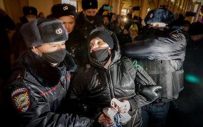 Maandag waren er ook al protesten tegen de arrestatie van Navalni. beeld EPA, Anatoly Maltsev