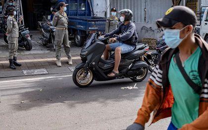 Indonesië heeft de prik tegen het coronavirus verplicht. beeld EPA, Made Nagi