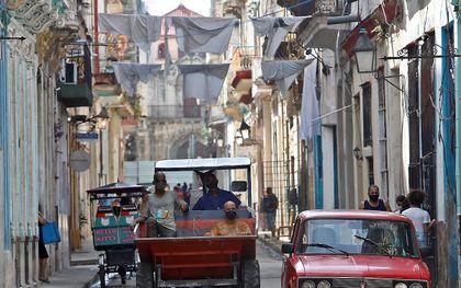 Straatbeeld in de Cubaanse hoofdstad Havana. beeld EPA, Yander Zamora