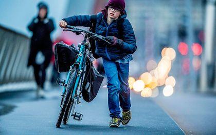 Een kind is gebaat bij een gezonde dosis tegenwind. beeld ANP, Robin Utrecht