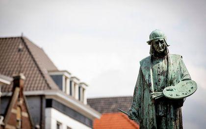 Standbeeld van Jheronimus Bosch in het centrum van Den Bosch. beeld ANP, Robin van Lonkhuijsen