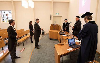 Ds. G. J. Baan promoveerde donderdagmorgen aan de Theologische Universiteit Apeldoorn op een studie naar de vroegste paascantates van Bach. beeld RD, Anton Dommerholt