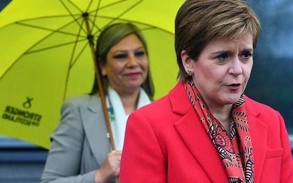 Nicola Sturgeon (r). beeld AFP