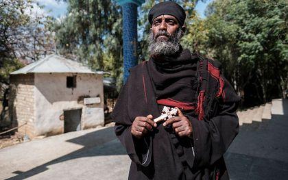Een orthodoxe priester in buurland Ethiopië. De Eritrees-Orthodoxe Kerk ontstond toen Eritrea in 1993 onafhankelijk werd van Ethiopië. beeld AFP, Eduardo Soteras