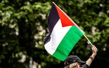 Deelnemers tijdens een Pro-Palestijns protest, naar aanleiding van de escalatie van het Palestijns-Israelisch conflict. beeld ANP, Remko de Waal
