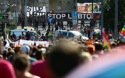 In Budapest vond 24 juli tijdens een gaypride een tegendemonstratie plaats. beeld AFP, Ferenc Isza