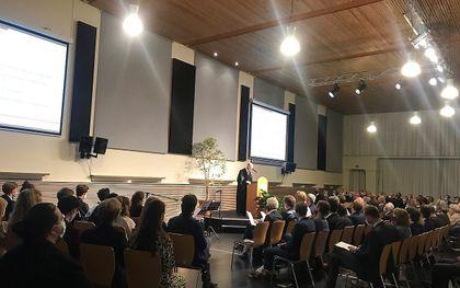 Prof. dr. Koert van Bekkum houdt zijn oratie. beeld RD
