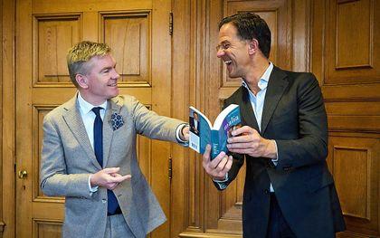 Rutte neemt boek van Rehwinkel over Amalia in ontvangst, beeld ANP, Phil Nijhuis