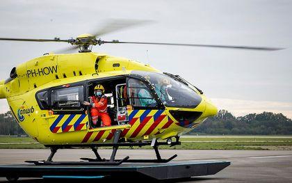 Traumahelikopter LifeLiner 5 vertrekt vanaf vliegbasis Volkel om een coronapatient op te halen bij ziekenhuis Erasmus MC in Rotterdam, oktober 2020. beeld ANP, ROBIN VAN LONKHUIJSEN