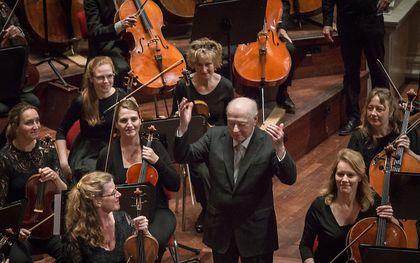 Dirigent Bernard Haitink na zijn laatste concert in Nederland in Concertgebouw Amsterdam. Hij dirigeerde Bruckners Zevende symfonie en orkestliederen van Richard Strauss. beeld ANP, DINGENA MOL