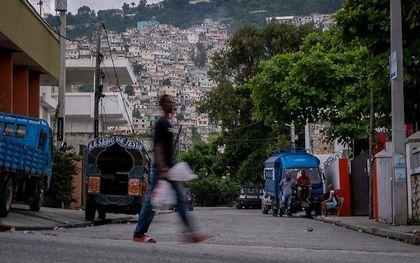 Straatbeeld (donderdag) in de hoofdstad van Haïti, Port-au-Prince. beeld AFP, Ricardo Arduengo