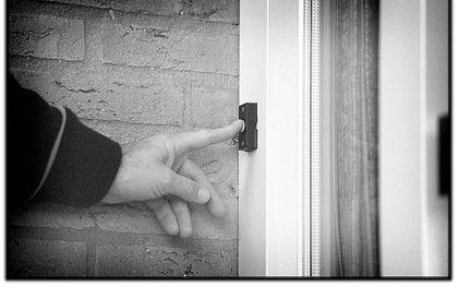 Jehovah's Getuigen doen veel aan veldwerk, huis aan huis. beeld RD, Henk Visscher