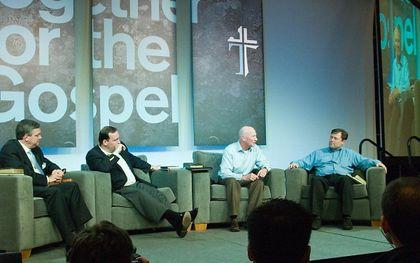 Een panel-discussie van Together for the Gospel in 2006. beeld Wikimedia, James Thompson