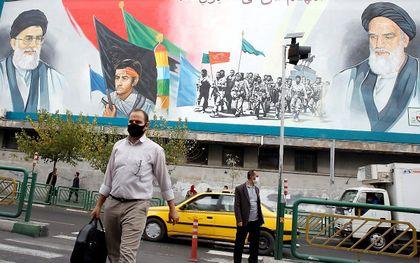 Muurschildering in Teheran. beeld EPA, Abedin Taherkenareh
