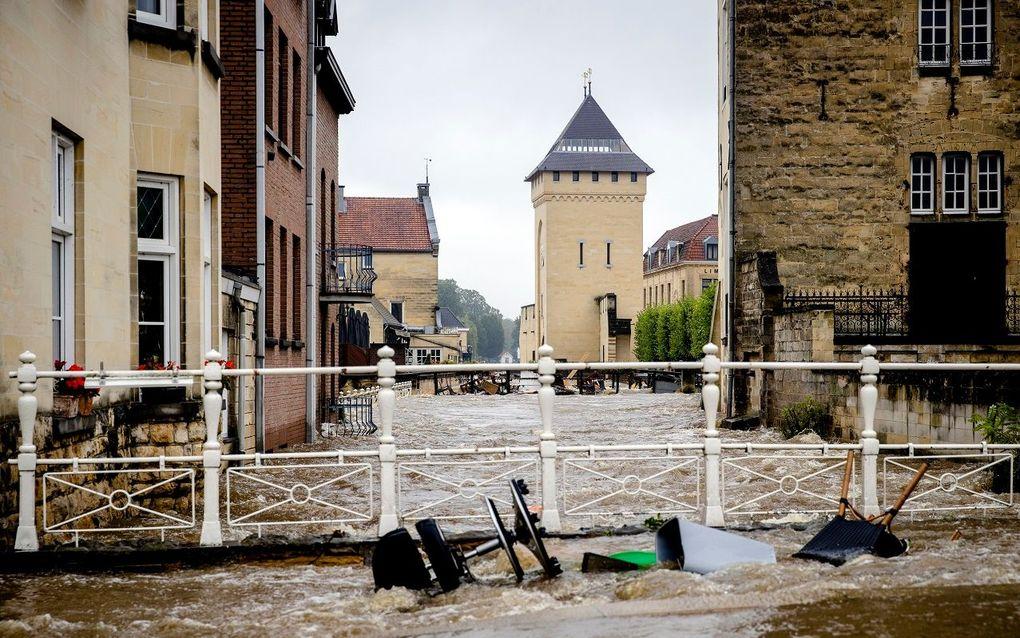 De overstroomde Geul in het centrum van Valkenburg. beeld ANP, Sem van der Wal