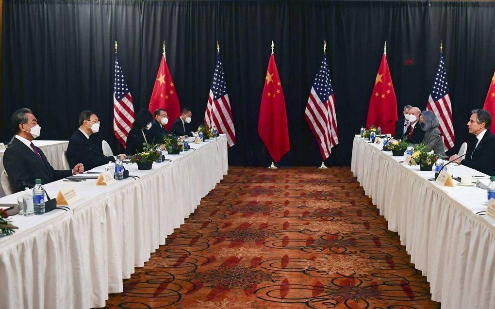 Een Chinese delegatie zat op 18 maart in Anchorage (Alaska) tegenover Amerikaanse bewindslieden. beeld AFP, Frederic Brown